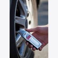 Avtomaterial Digitalni merilec tlaka v pnevmatikah