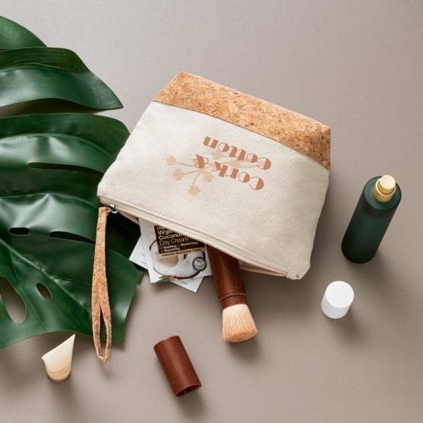 Kozmetične torbice Kozmetična torbica iz 100% bombaža in detajli iz plute