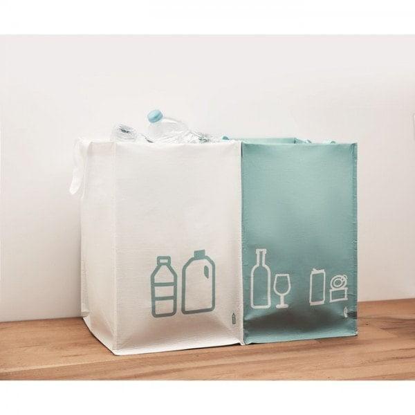 Ločevanje odpadkov Ločevalni koški iz recikliranih plastenk
