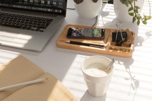 Brezžični in prenosni polnilci Brezžično polnilno stojalo za na pisalno mizo